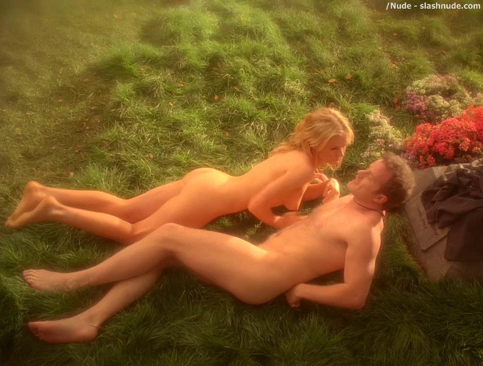 Anna Paquin Nude In Daylight Grass On True Blood 12