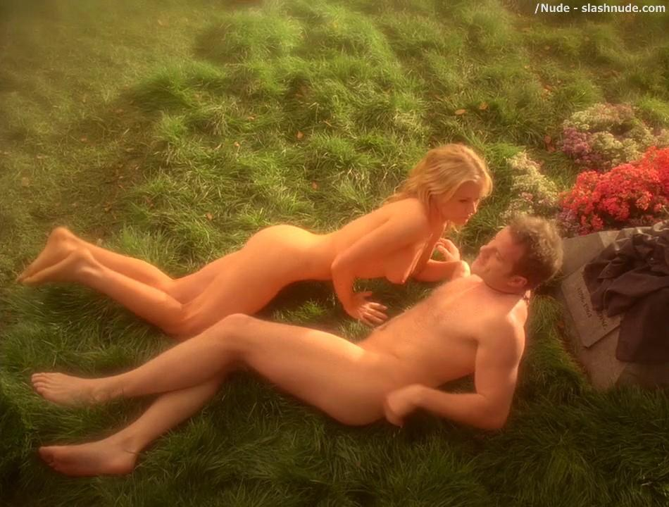 Anna Paquin Nude In Daylight Grass On True Blood 13