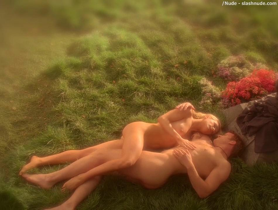 Anna Paquin Nude In Daylight Grass On True Blood 2