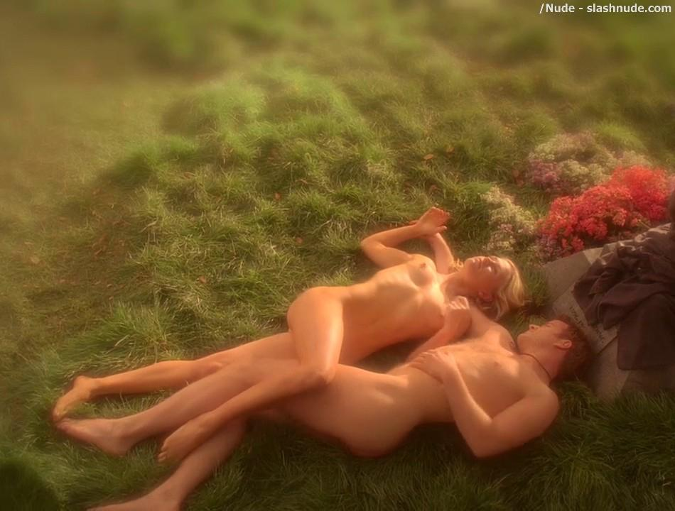 Anna Paquin Nude In Daylight Grass On True Blood 4
