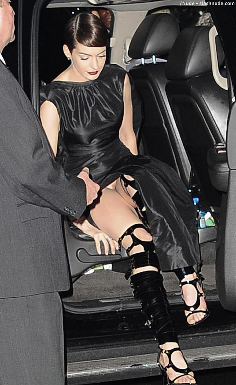 anne hathaway no underwear look flashes her pussy - photo 1 - /nude