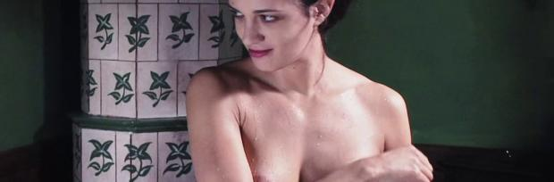 asia argento nude for a fun bath in dracula 8439