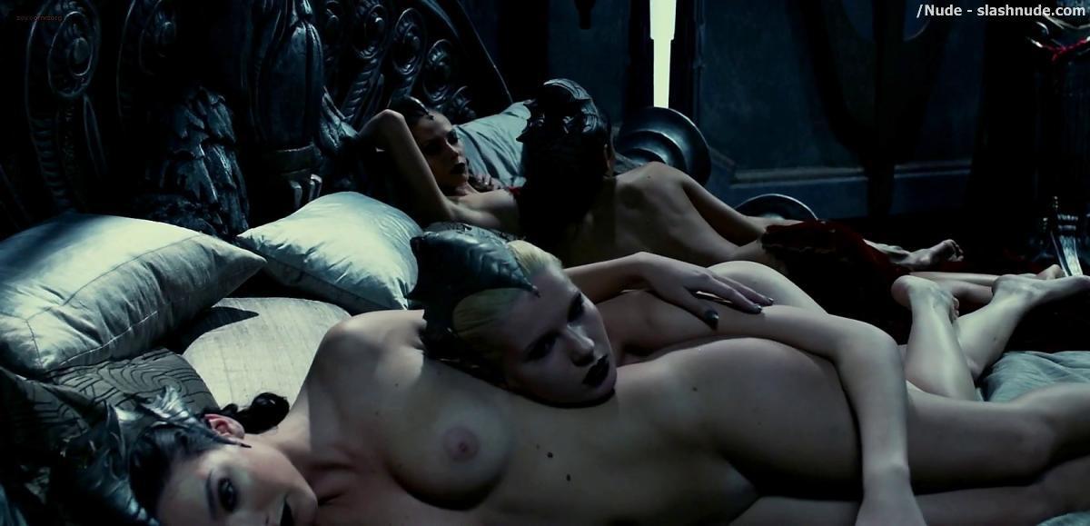 Carmen electra naked playboy photos