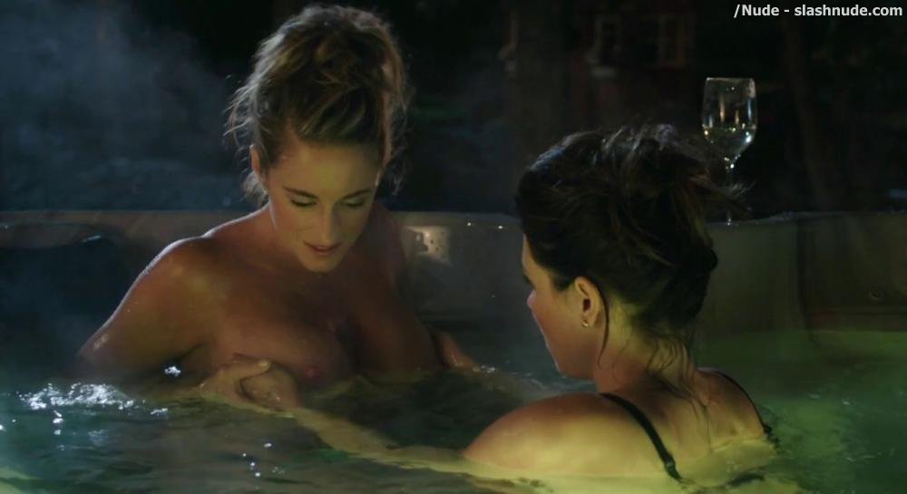 Christine Beaulieu Topless In Jacuzzi In Le Mirage 18