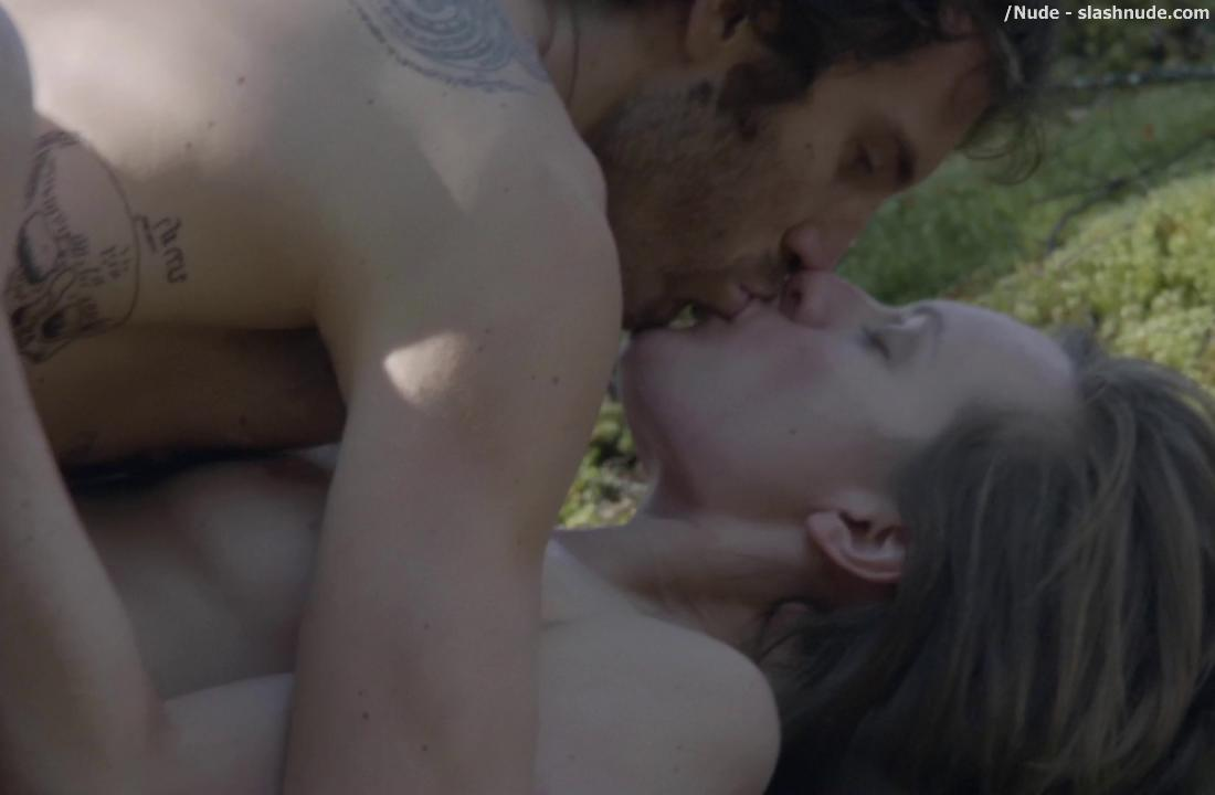 Elisabeth Moss Nude In Top Of Lake 8