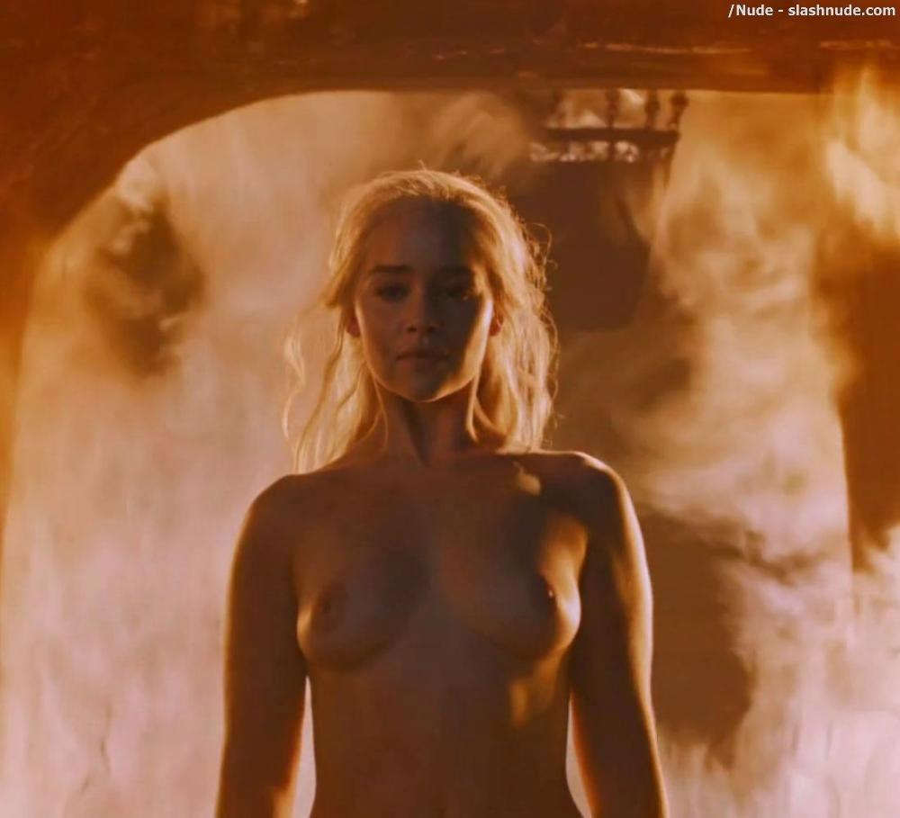 Emilia Clarke Nude And Fiery Hot On Game Of Thrones 11