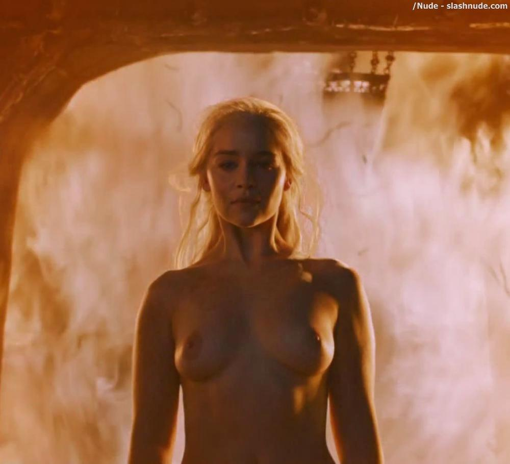 Emilia Clarke Nude And Fiery Hot On Game Of Thrones 12