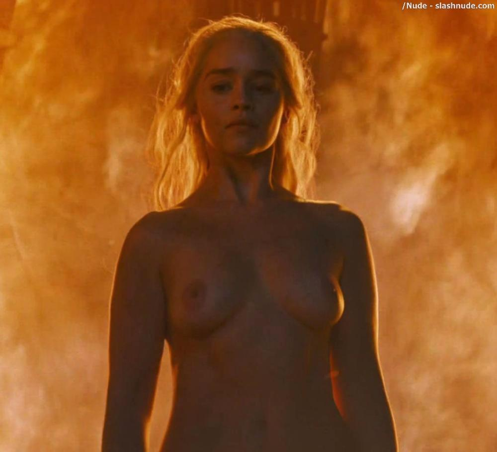 Emilia Clarke Nude And Fiery Hot On Game Of Thrones 14