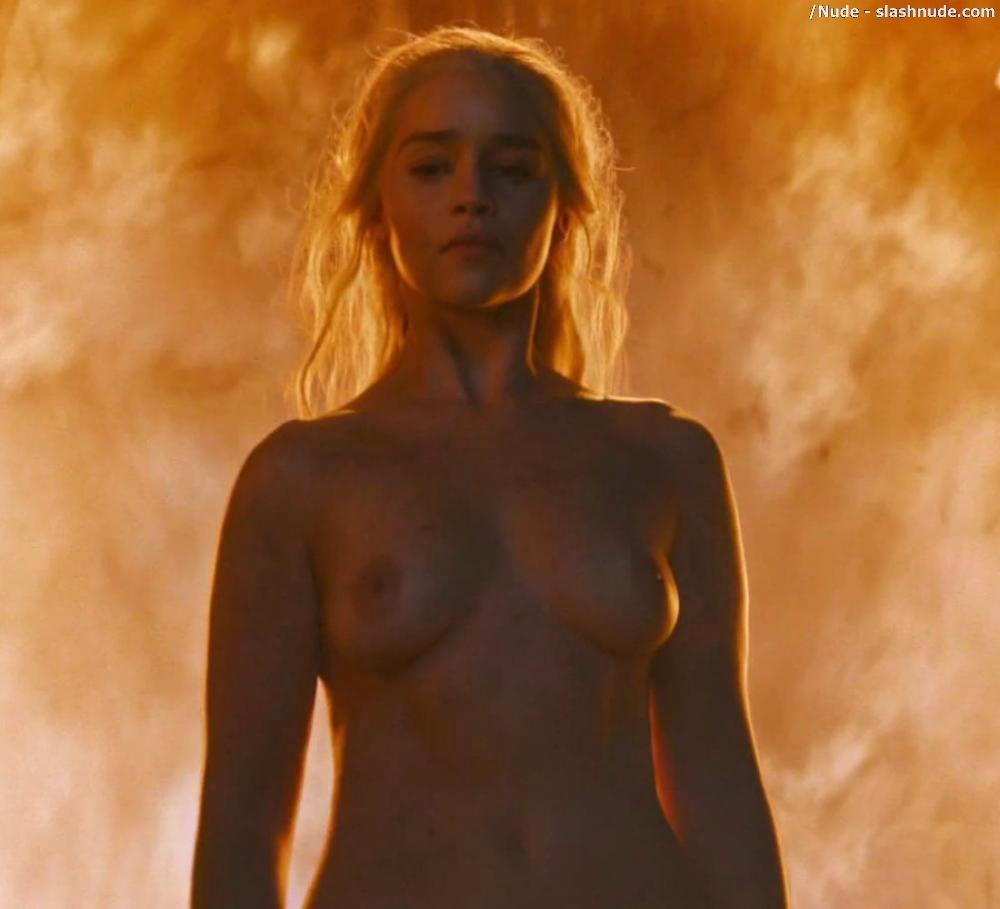 Emilia Clarke Nude And Fiery Hot On Game Of Thrones 15
