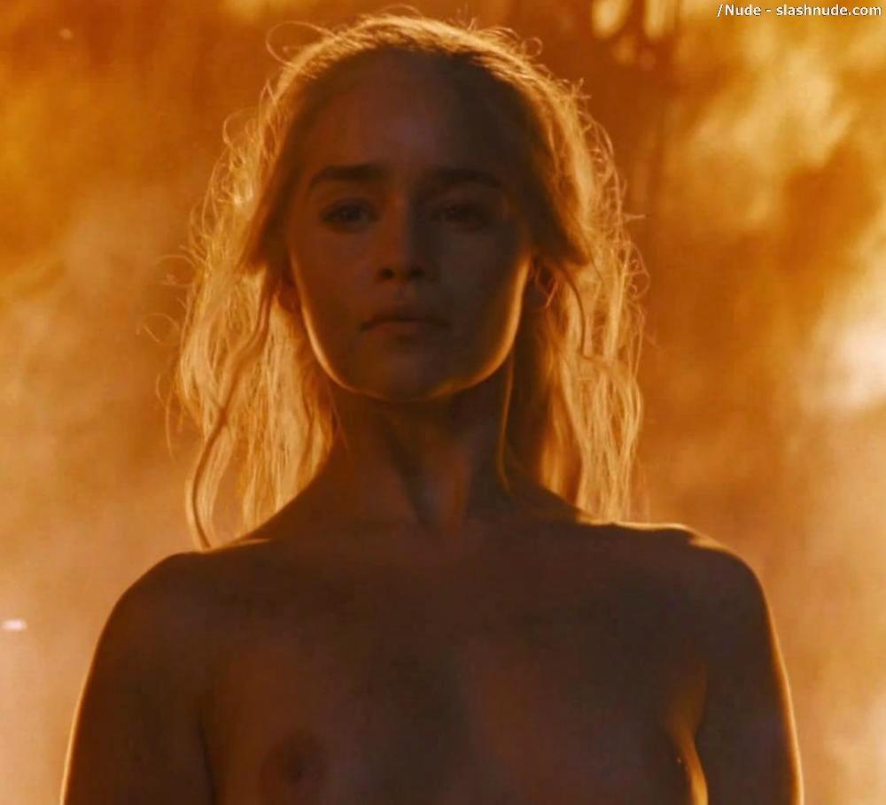 Emilia Clarke Nude And Fiery Hot On Game Of Thrones 25