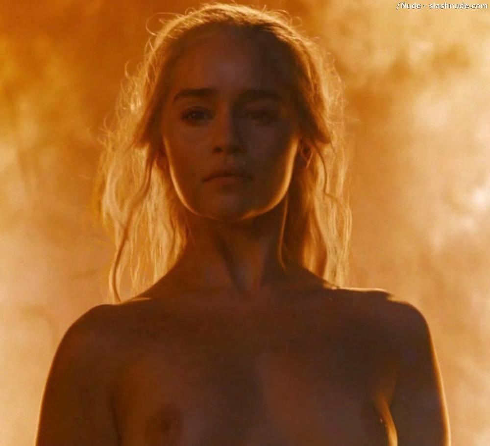 Emilia Clarke Nude And Fiery Hot On Game Of Thrones 26