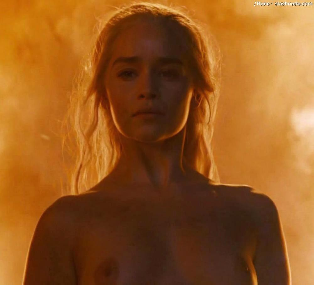 Emilia Clarke Nude And Fiery Hot On Game Of Thrones 27