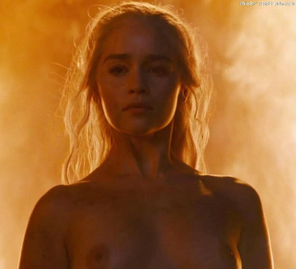 Emilia Clarke Nude And Fiery Hot On Game Of Thrones 28