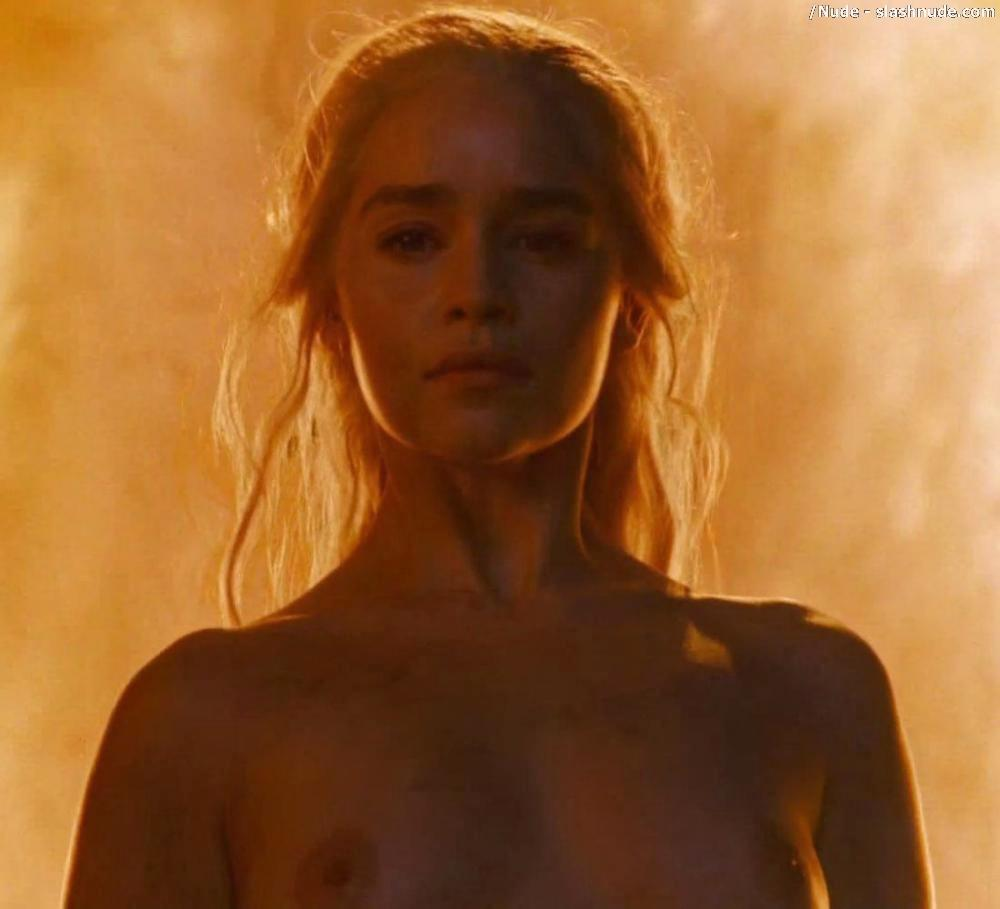 Emilia Clarke Nude And Fiery Hot On Game Of Thrones 29