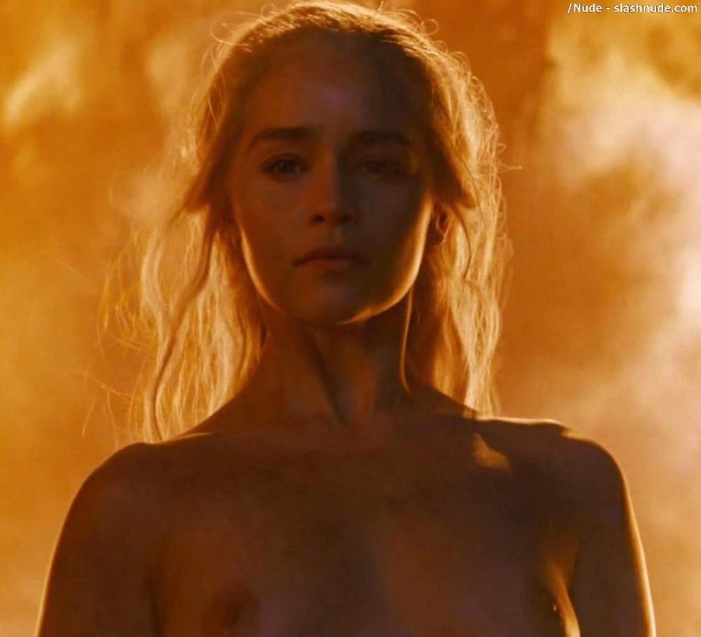 Emilia Clarke Nude And Fiery Hot On Game Of Thrones 31