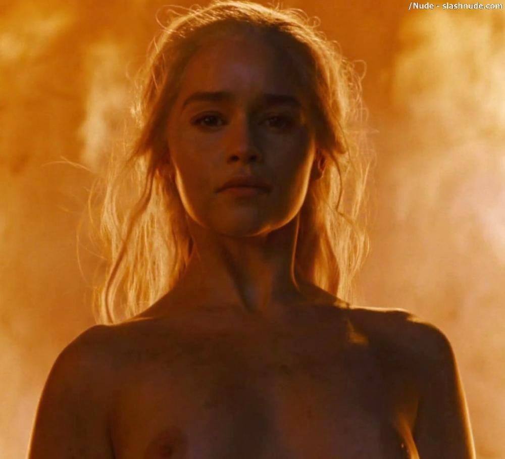 Emilia Clarke Nude And Fiery Hot On Game Of Thrones 32