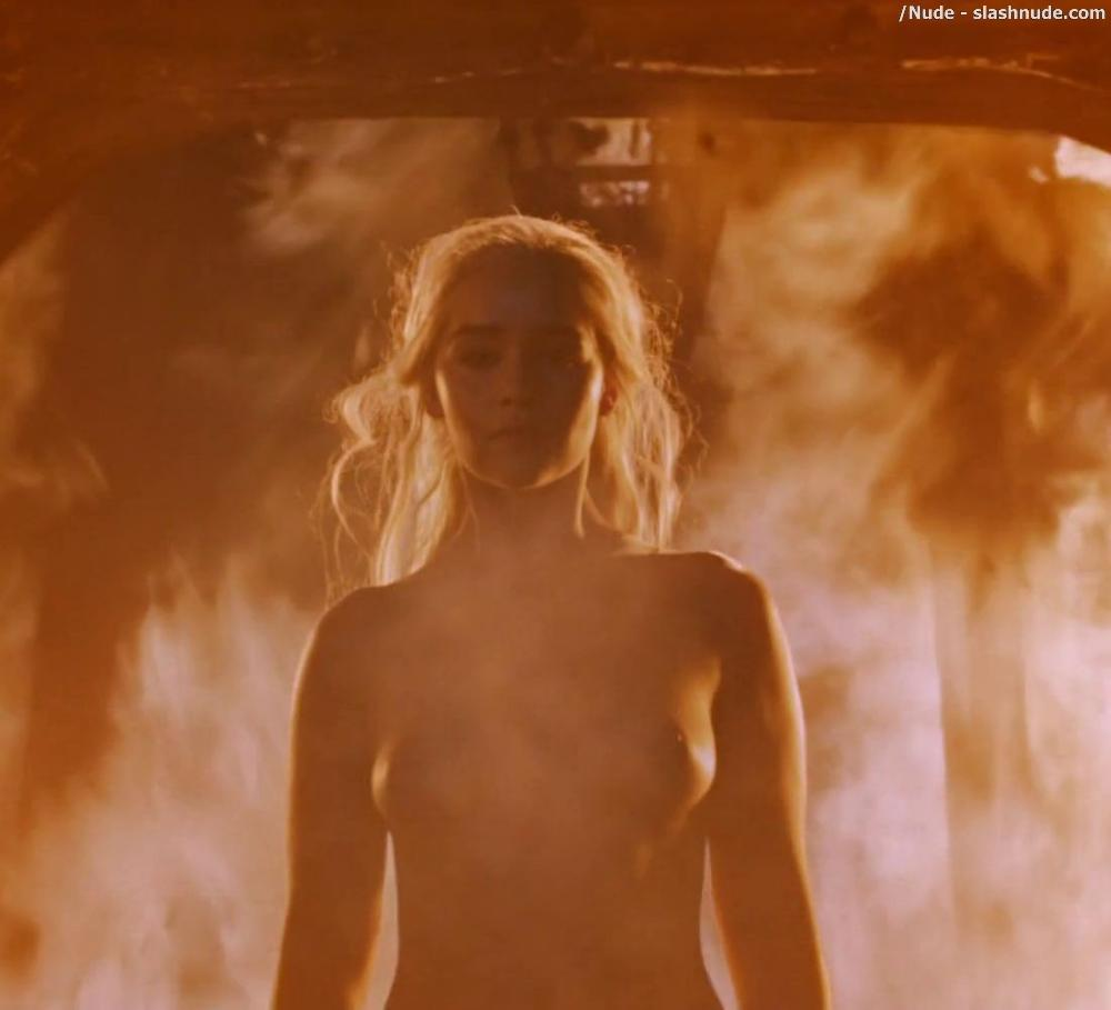 Emilia Clarke Nude And Fiery Hot On Game Of Thrones 4
