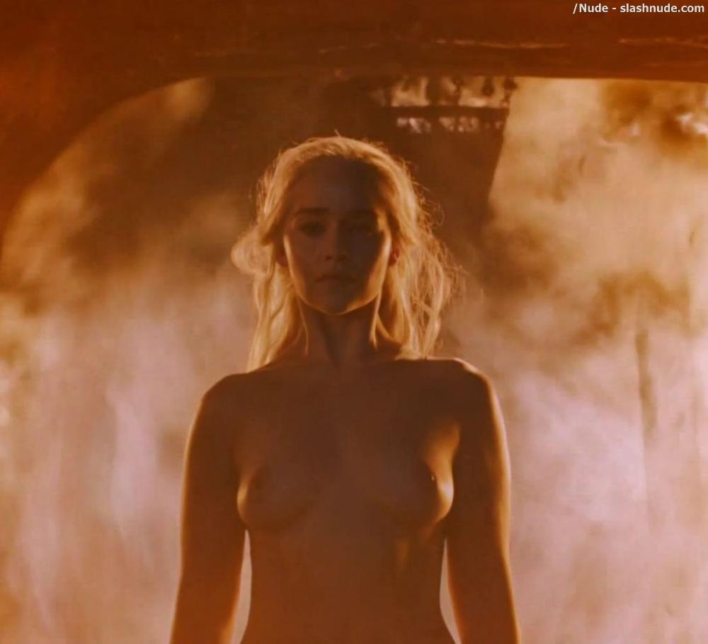 Emilia Clarke Nude And Fiery Hot On Game Of Thrones 5