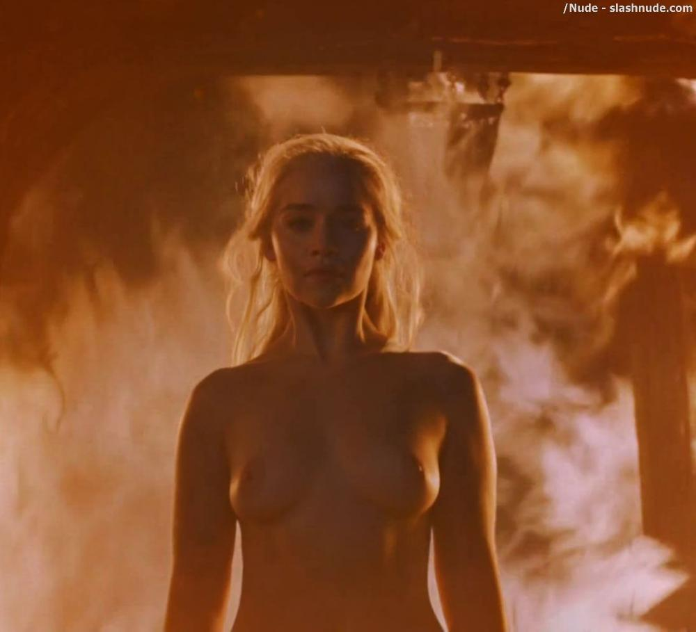 Emilia Clarke Nude And Fiery Hot On Game Of Thrones 6