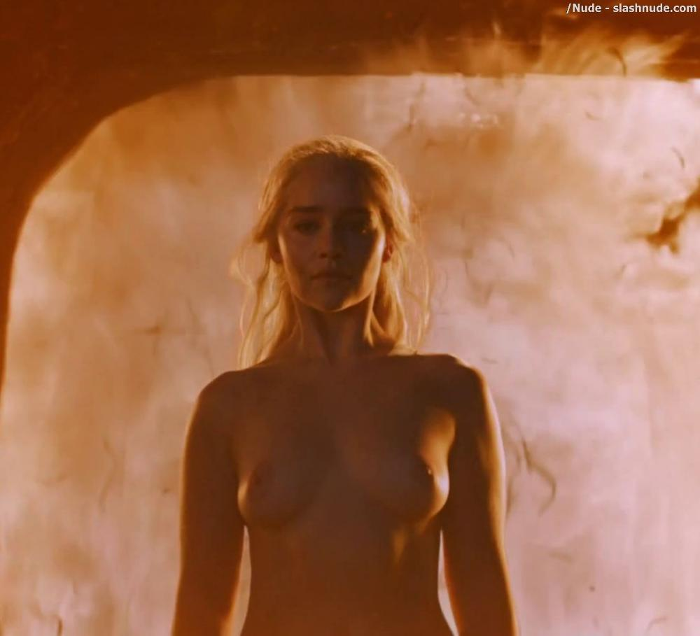 Emilia Clarke Nude And Fiery Hot On Game Of Thrones 7