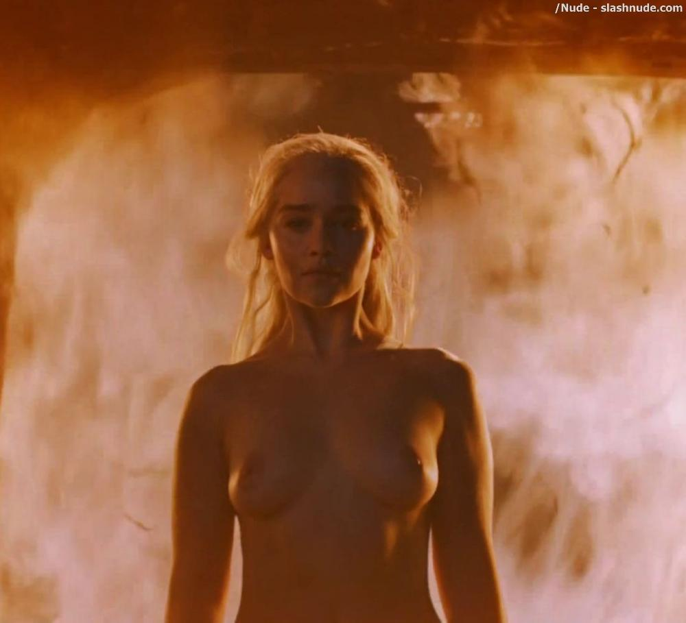 Emilia Clarke Nude And Fiery Hot On Game Of Thrones 8