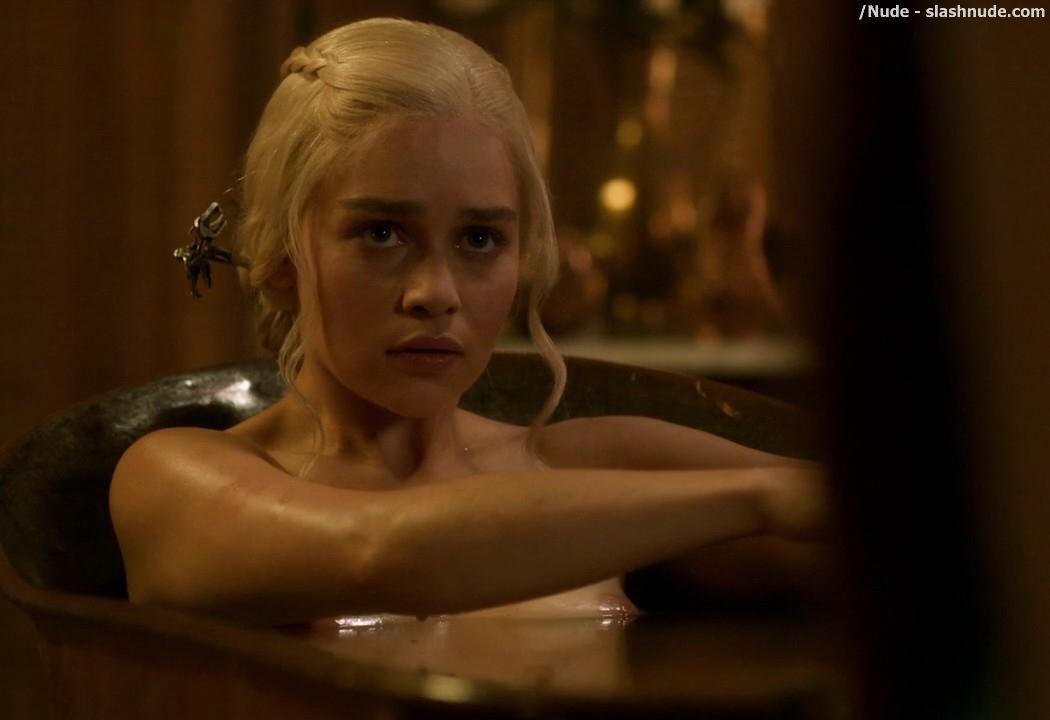 Emilia Clarke Nude Out Of The Bath On Game Of Thrones 1