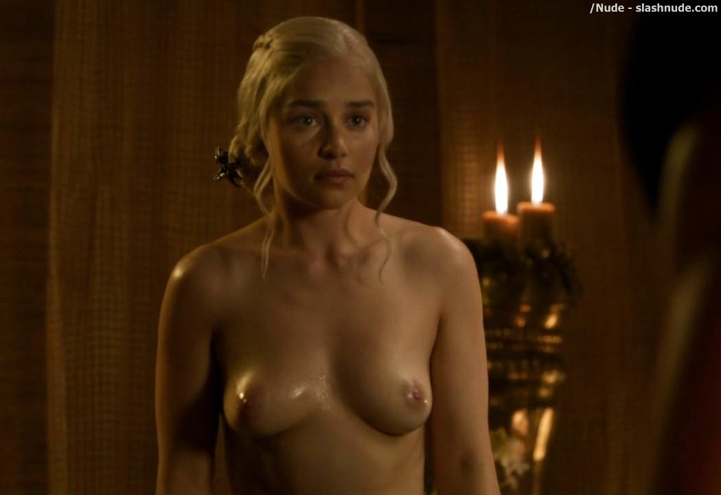 Emilia Clarke Nude Out Of The Bath On Game Of Thrones 11