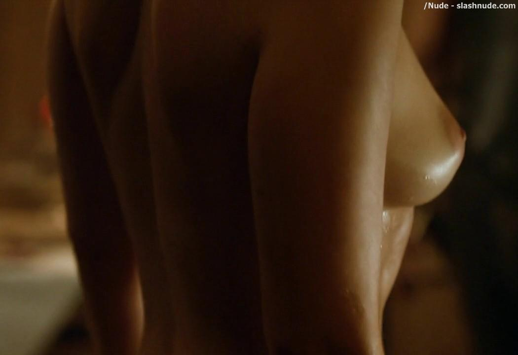 Emilia Clarke Nude Out Of The Bath On Game Of Thrones 15