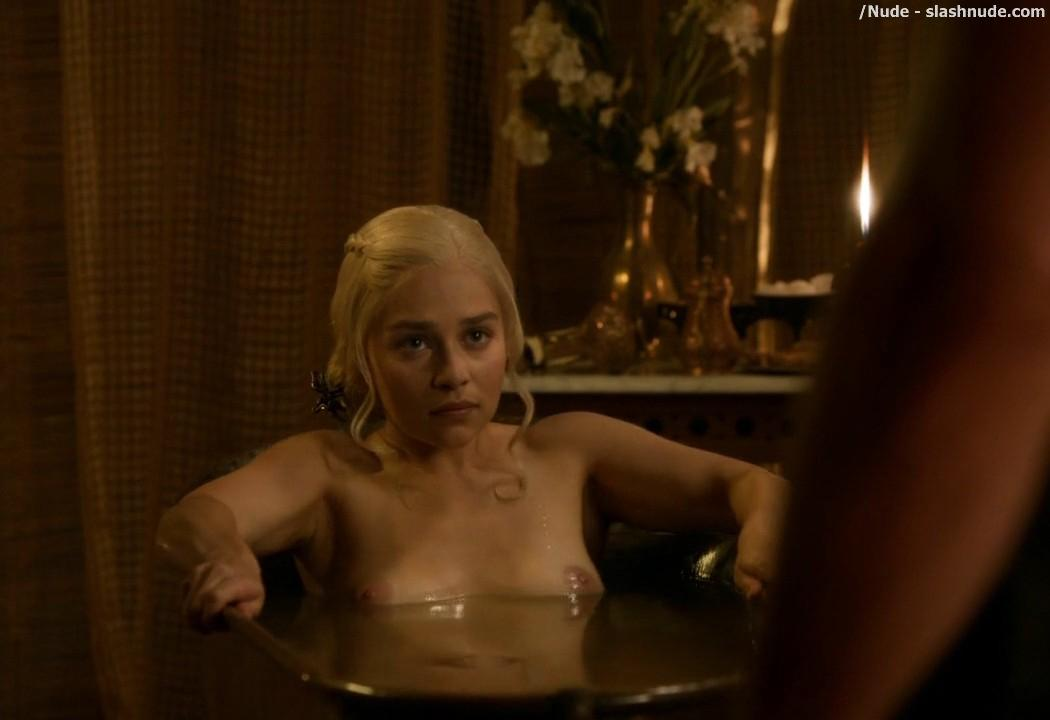 Emilia Clarke Nude Out Of The Bath On Game Of Thrones 5