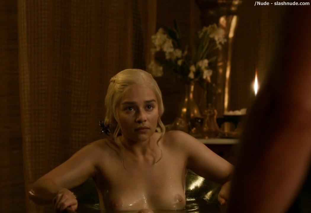 Emilia Clarke Nude Out Of The Bath On Game Of Thrones 7