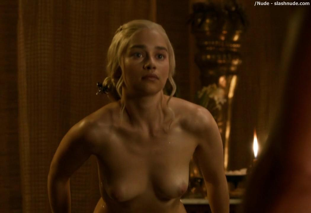 Emilia Clarke Nude Out Of The Bath On Game Of Thrones 8