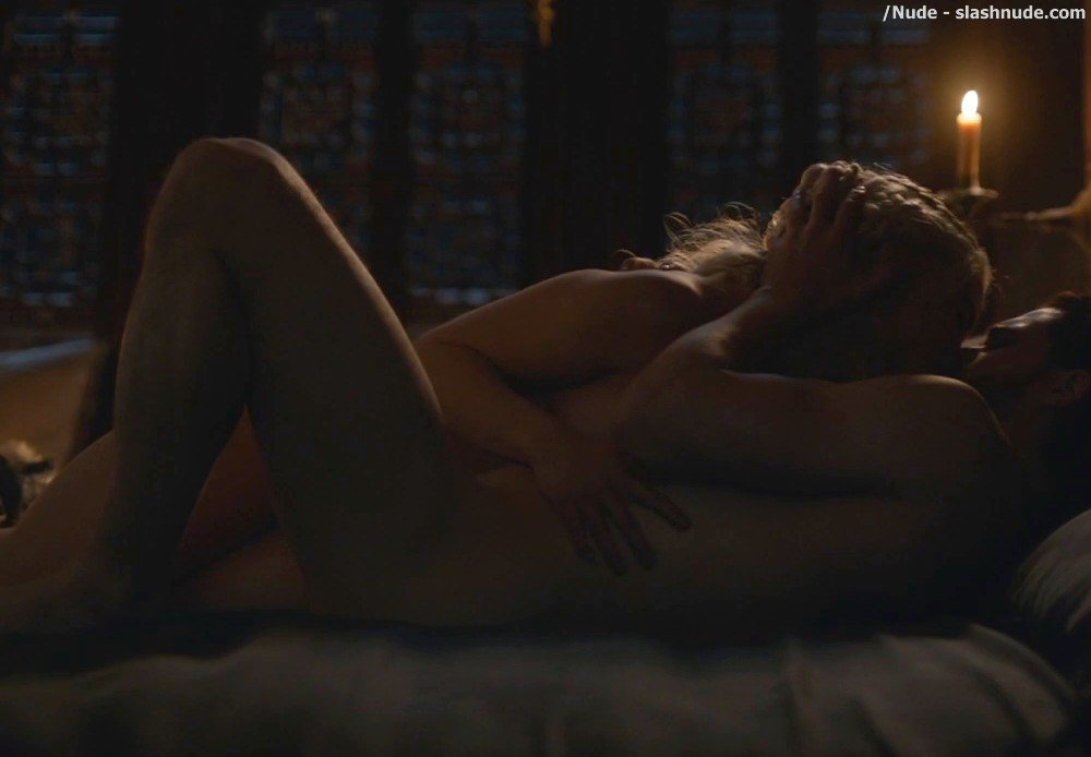Emilia Clarke Nude With Kit Harington On Game Of Thrones 10