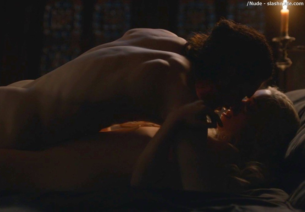 Emilia Clarke Nude With Kit Harington On Game Of Thrones 16