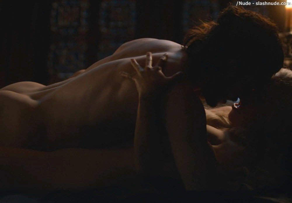Emilia Clarke Nude With Kit Harington On Game Of Thrones 17