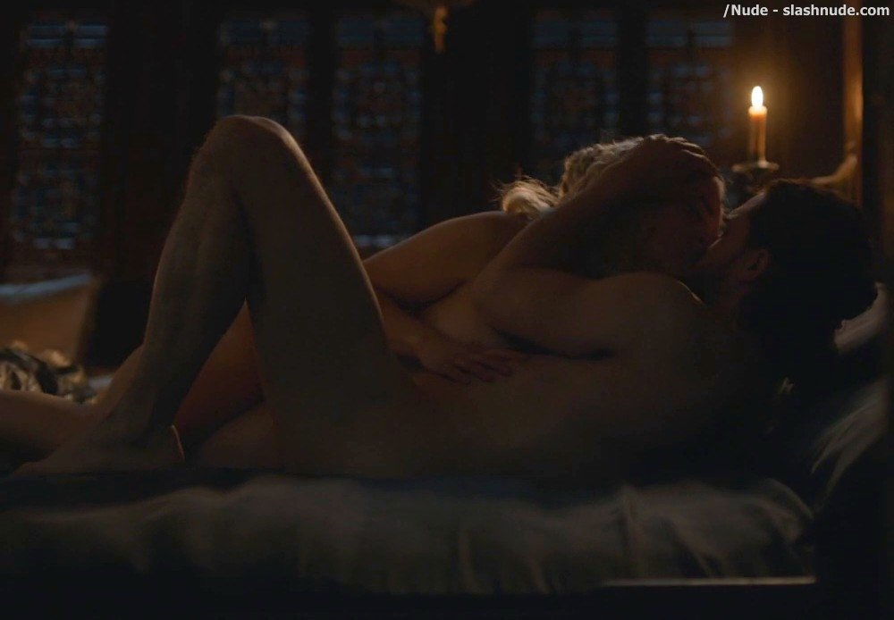 Emilia Clarke Nude With Kit Harington On Game Of Thrones 3