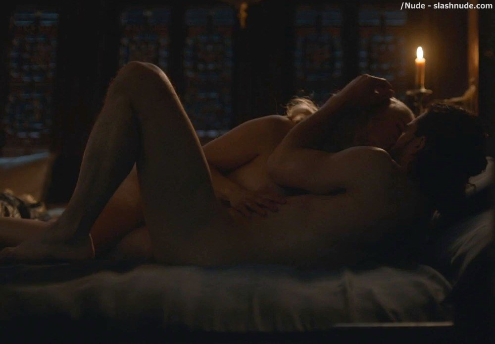 Emilia Clarke Nude With Kit Harington On Game Of Thrones 5