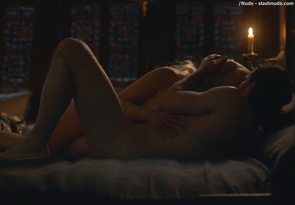 Emilia Clarke Nude With Kit Harington On Game Of Thrones 7