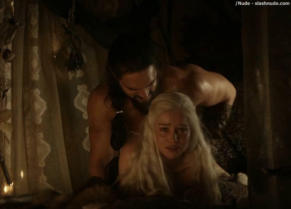 Emilia Clarke Topless Sex Scene In Game Of Thrones 10
