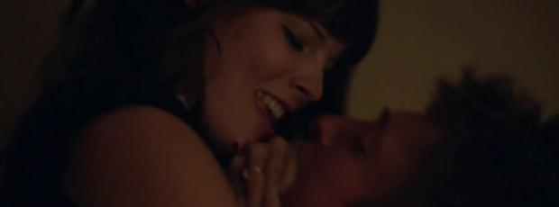 emma greenwell topless to break down walls on shameless 5558