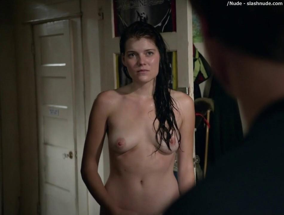 Emma Greenwell Topless To Drop The Towel On Shameless 9