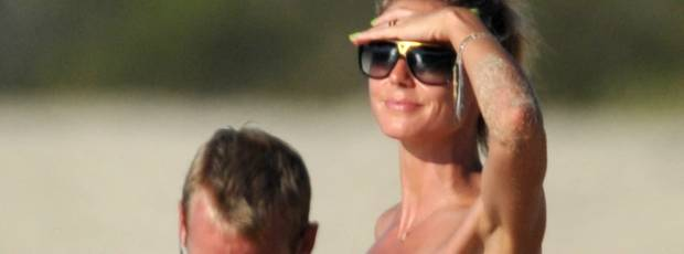 heidi klum topless beach mom hard at work 3880
