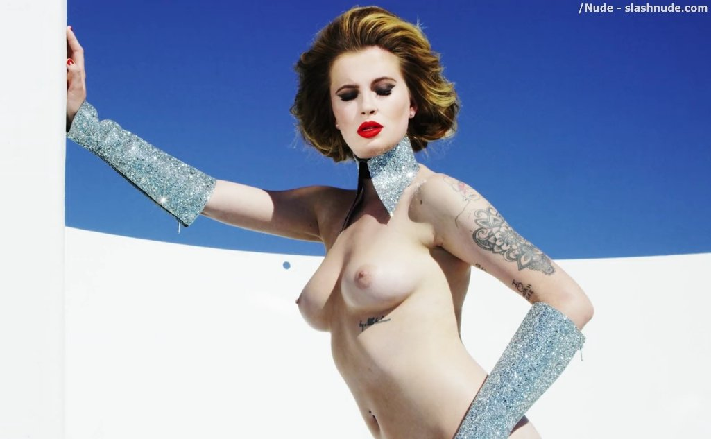 Ireland Baldwin Topless In Treats 9