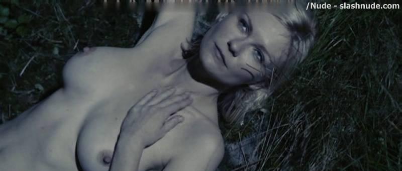scene nude Kirsten dunst