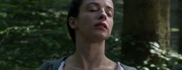 laura donnelly topless to squeeze milk on outlander 8161