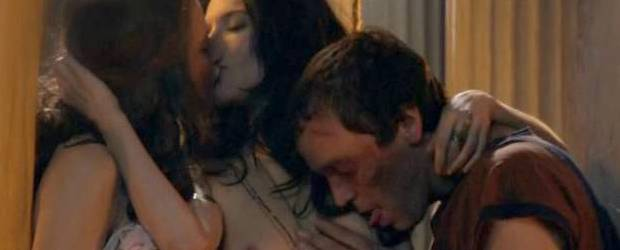 lucy lawless jamie murray threesome sex scene on spartacus 1539