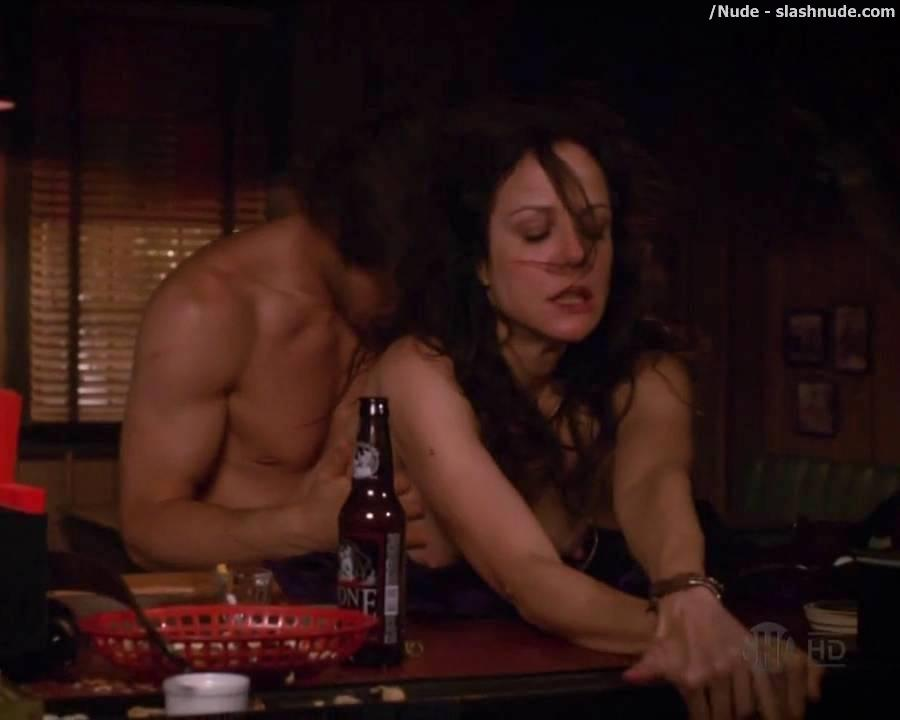 mary-louise-parker-naked-on-weeds