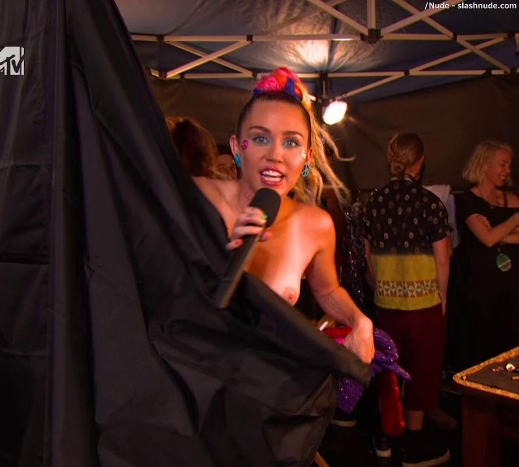 Miley Cyrus Nipple Flash At Mtv Vmas 9