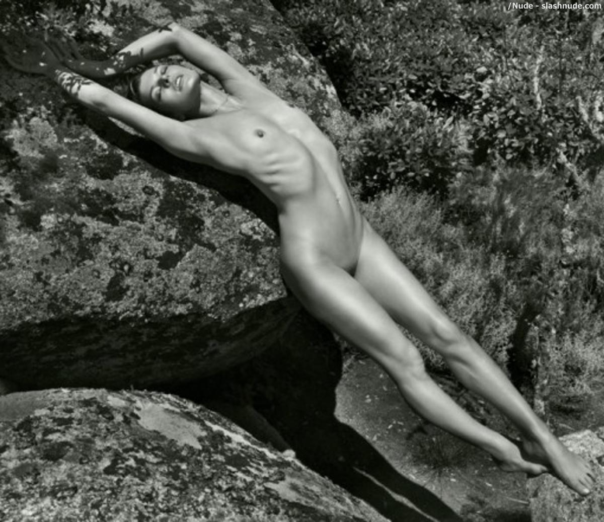 Voyer naked russians women