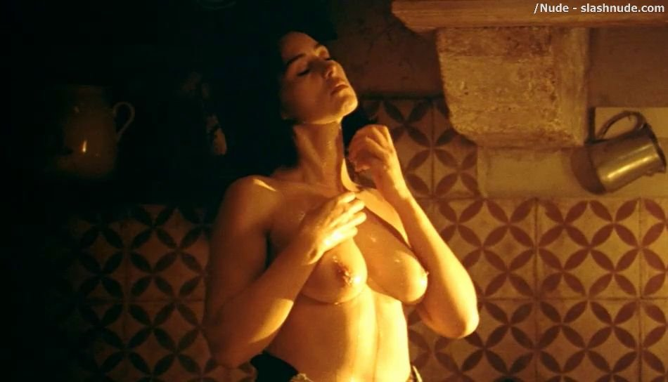 Anne hathaway sex in a car topless brokeback mountain 2005 10
