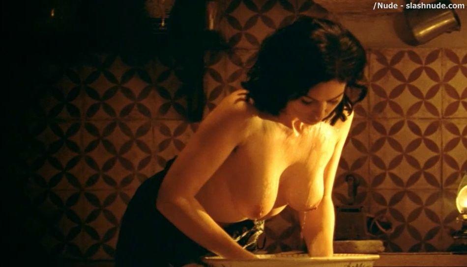 Has Monica Bellucci ever been nude? - Nude Celebrities
